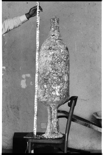 Vue du profil d'une amphore Dressel 2/4 (fouille Lantier).