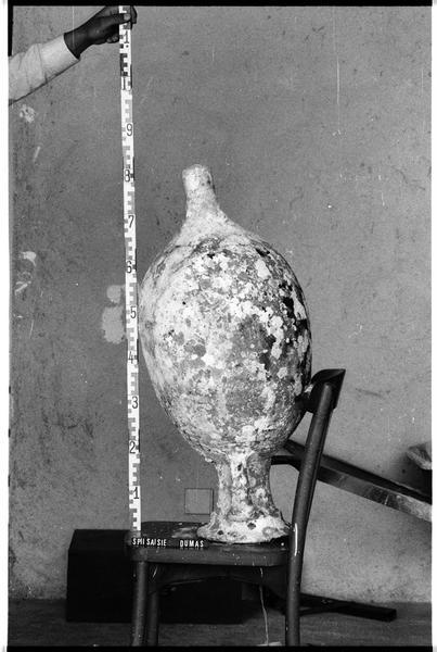 Vue du profil d'une amphore Dressel 7/9 (fouille F. Dumas).