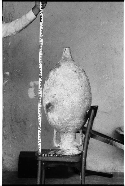 Vue d'une amphore Dressel 9 (fouille G. Lanzalavi).