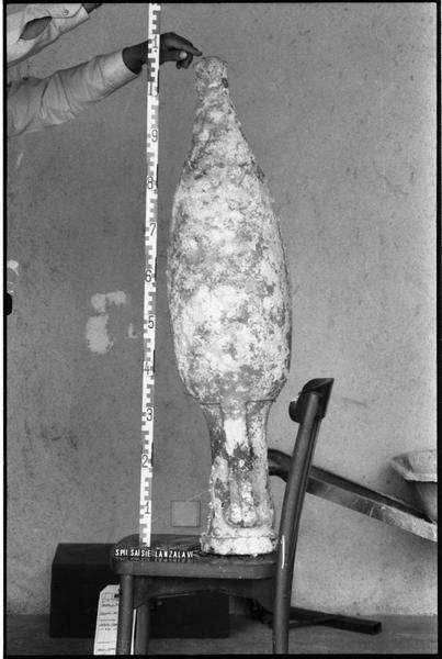 Vue du profil d'une amphore Dressel 12 (fouille G. Lanzalavi).