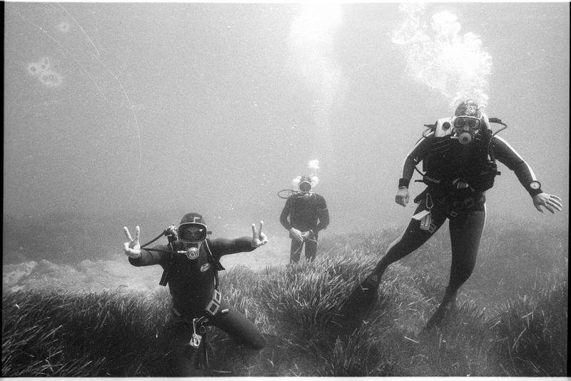 Vue sous-marine de trois plongeurs (fouille A. Taniou).