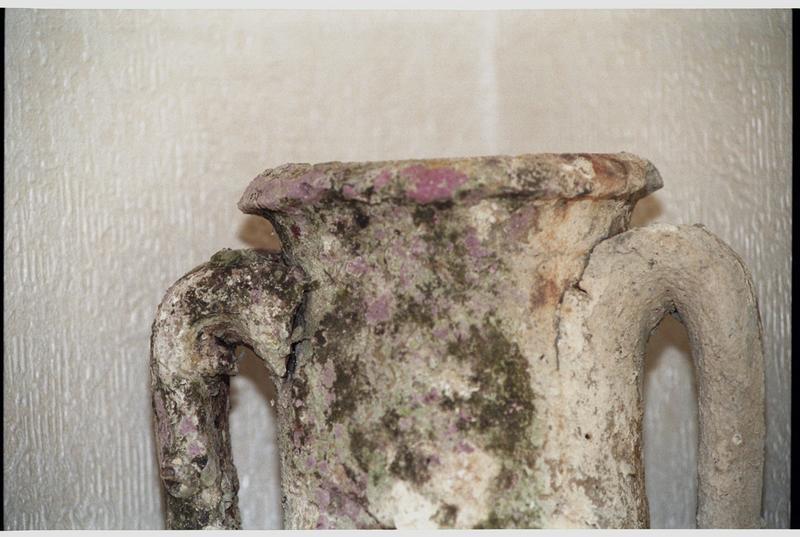Vue de détail de la lèvre d'une amphore Dressel 7/11 (fouille H. Bernard/Drassm).