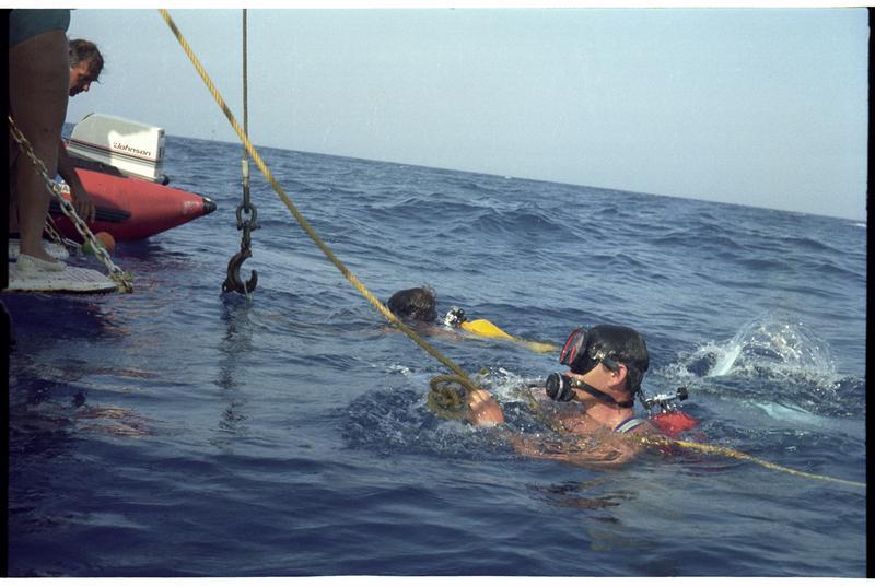 Vue de deux plongeurs en surface (fouille H. Bernard/Drassm).