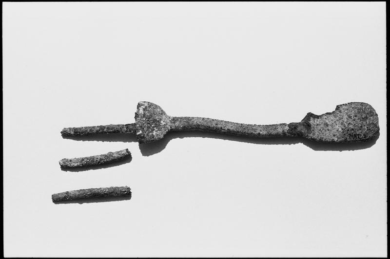 Vue d'une fourchette de métal (fouille M. L'Hour/Drassm).