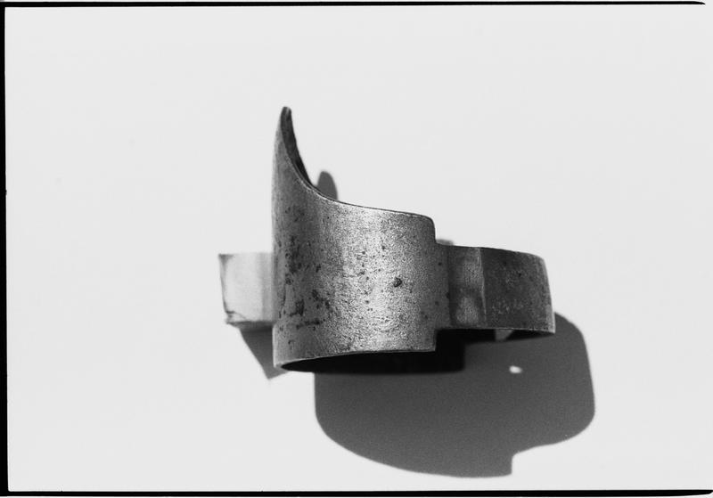 Vue d'un élément de métal (fouille M. L'Hour/Drassm).