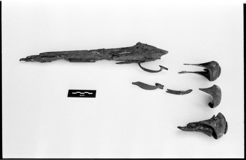 Vue d'un lot de fragments de fusil (fouille M. L'Hour/Drassm).