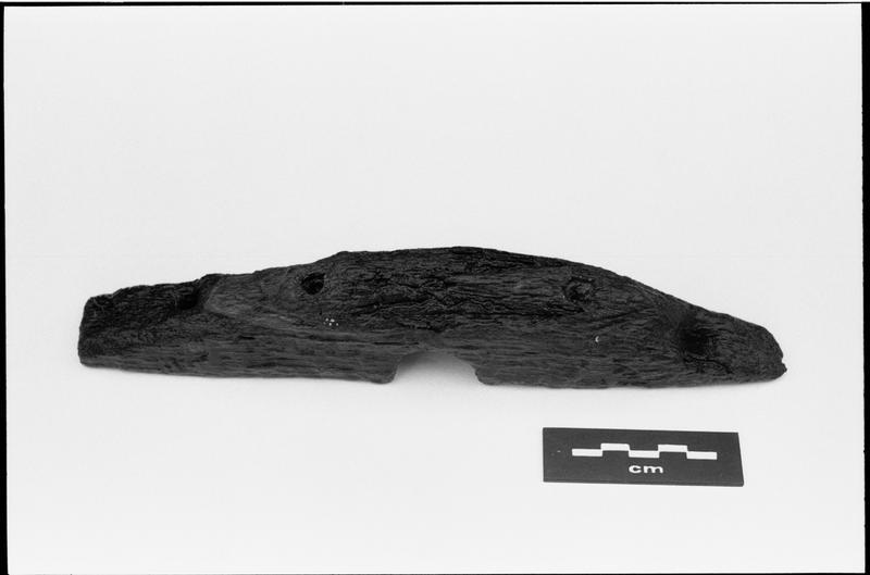 Vue d'un taquet en bois (fouille M. L'Hour/Drassm).