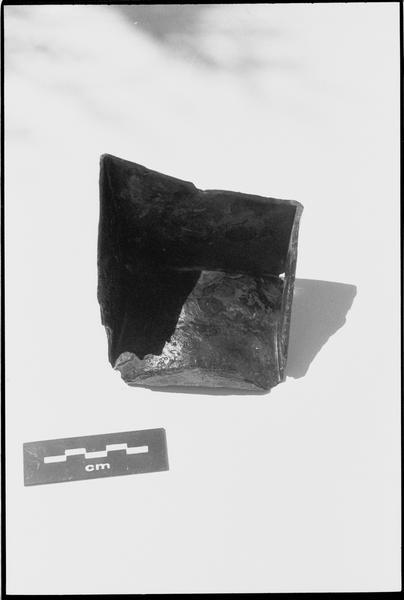 Vue d'un fragment de métal (fouille M. L'Hour/Drassm).