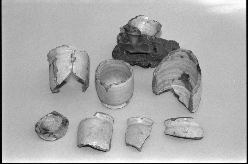 Vue d'un lot de fragments de céramique vernissée (fouille M. L'Hour/Drassm).