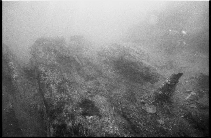 Vue sous-marine d'un fragment de la carène (fouille M. L'Hour/Drassm).