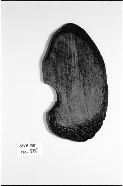 Vue d'un fragment de poulie de bois (fouille M. L'Hour/Drassm).