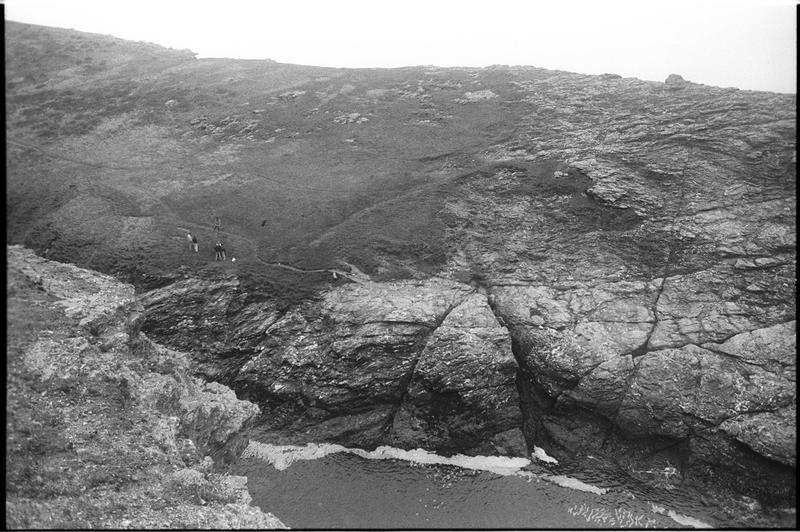 Vue des falaises aux alentours du site (fouille M. L'Hour/Drassm).