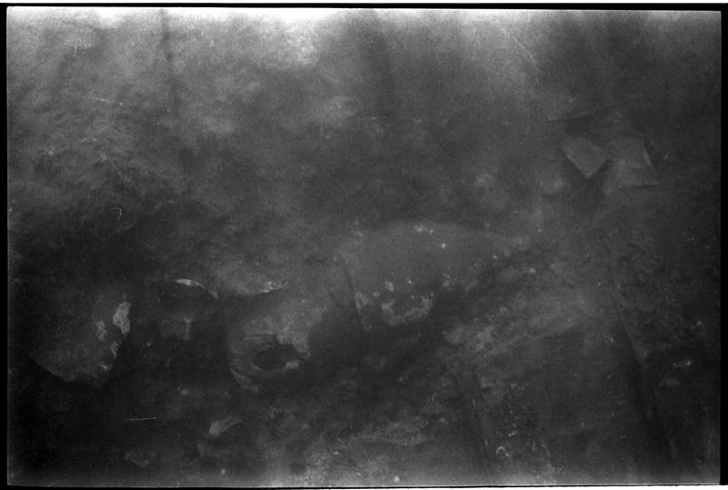 Vue sous-marine d'une amphore in situ (fouille B. Liou).