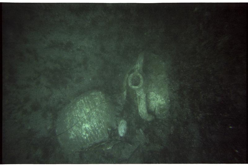 Vue sous-marine d'amphore Late Roman 1 in situ (fouille M. Guyon).
