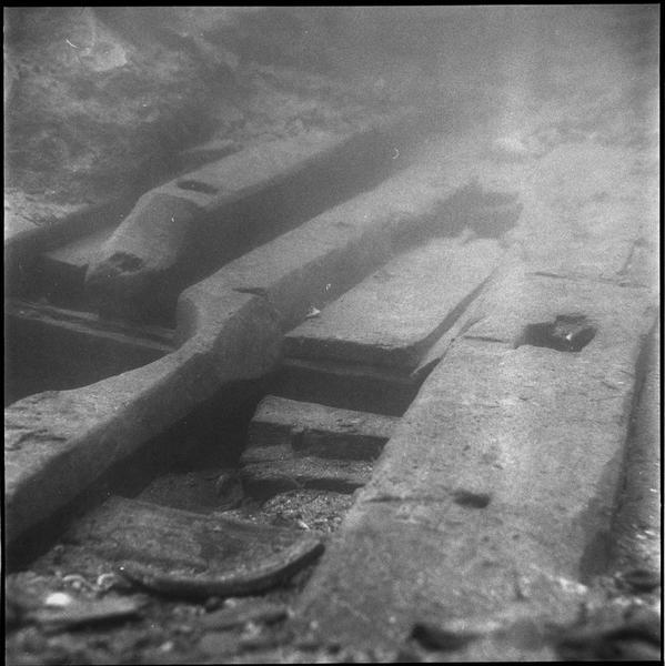 Vue sous-marine de détail du trou d'emplanture (fouille B. Liou).