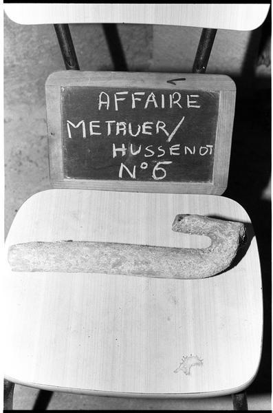 Vue d'une anse d'amphore gréco-italique (fouille M. Métauer, G. Hussenot).