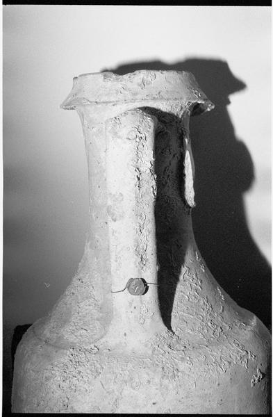 Vue de détail du profil du col d'une amphore gréco-italique remise en échange à J. Téocchi (fouille J. Jaboulet).