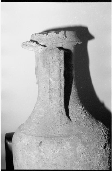 Vue du profil du col d'une amphore gréco-italique remise en échange à J. Téocchi (fouille J. Jaboulet).