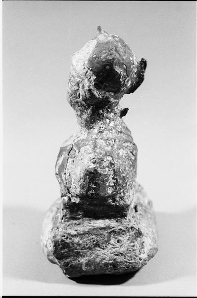 Vue d'un peson de plomb anthropomorphe en plomb (fouille L. Long/Drassm).
