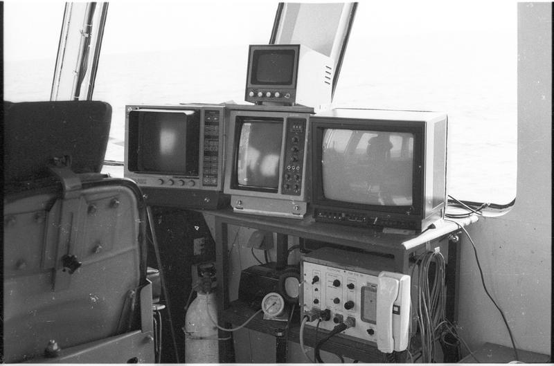 Vue des écrans de surveillance de différents engins sous-marins (fouille L. Long/Drassm).