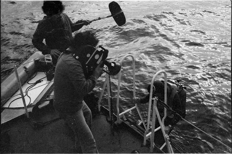 Vue du caméraman filmant la remontée d'un plongeur (fouille L. Long/Drassm).