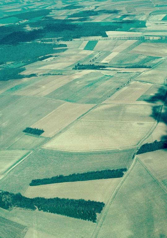 Voie romaine Amiens-Senlis traversant Berny-sur-Noye du nord au sud, sur une longueur de 1500 m. Elle est actuellement recouverte par un chemin de terre