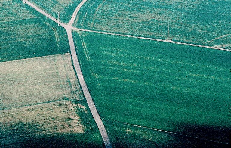 Au sud, deux enclos circulaires dont un double et, au nord, enclos irrégulier.