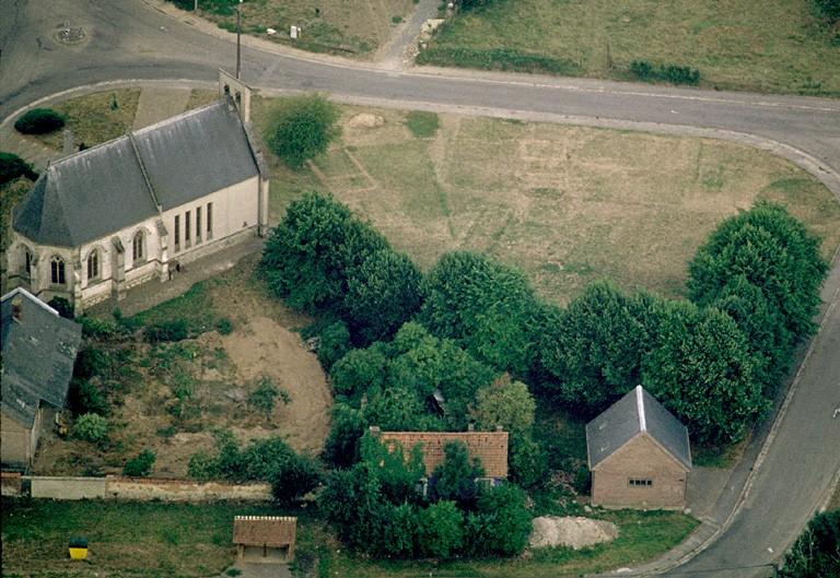 Motte médiévale et église Saint-Josse.