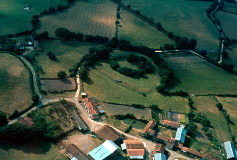Motte et château du Moyen Age.