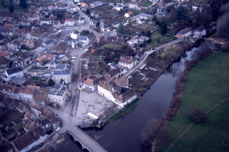 Motte castrale ; château fort