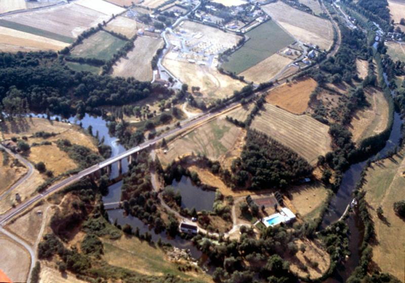 Fossés de barrage, fracture possible.