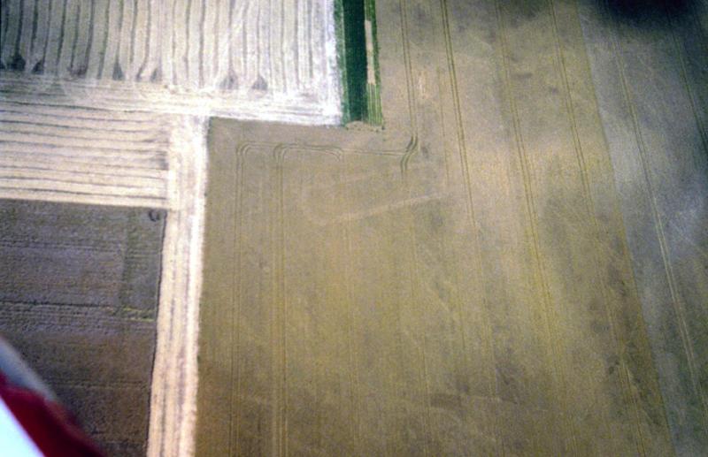 Enclos à fossé parallèles et extrémités arrondies.
