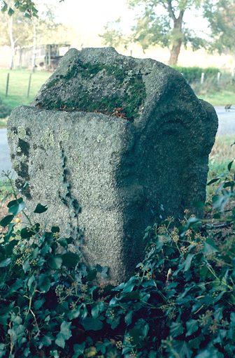 stèle funéraire (cippe)