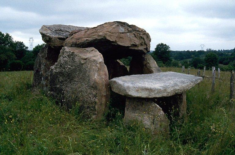 dolmen de Naillat dit dolmen de la Valette, ou la Pierre Euberte, ou dolmen de Pécut