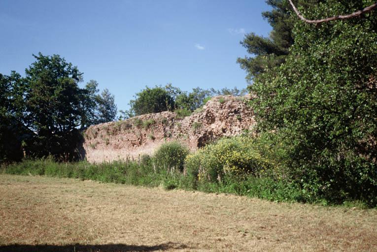 Vue générale du mur de soutènement ouest de la Plate-Forme.