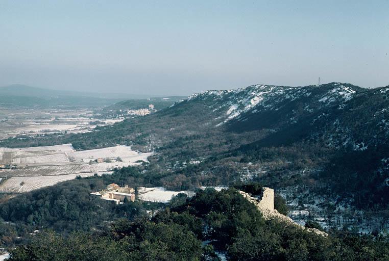 Vue générale de la tour orientale prise du sommet.