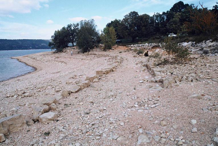 Vue du site de la plage à l'est du village.