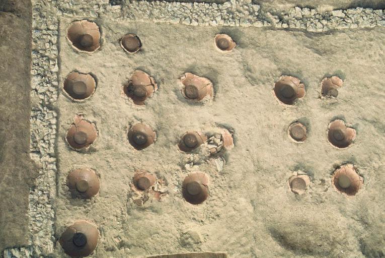 Vue de la partie orientale la mieux conservée du chais à vin.