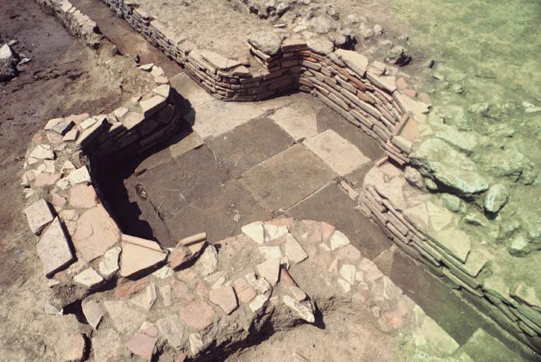 Vue de détail des latrines.