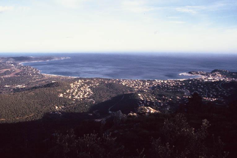 Vue générale depuis la baie de Cavalaire.
