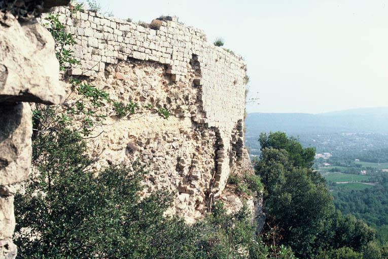 Vue de la façade extérieure du mur est.