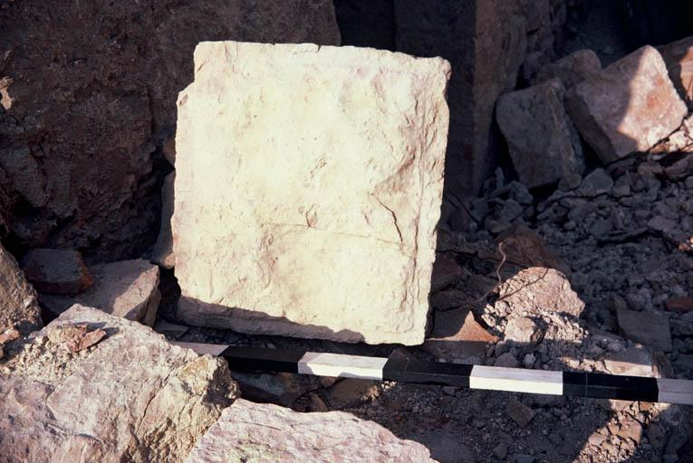Vue de détail d'un bloc taillé.