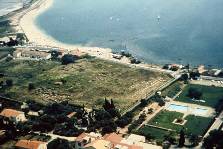 Vue aérienne du site en direction du sud-est.