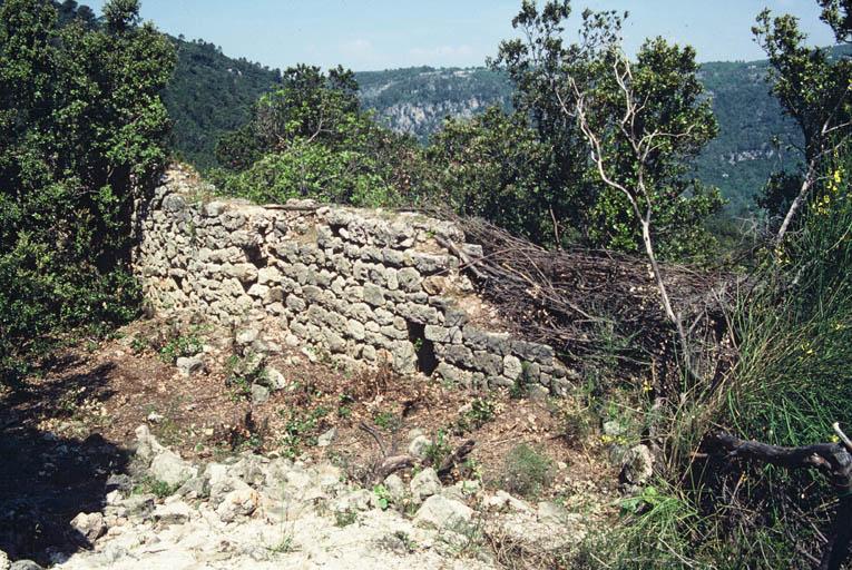Intérieur, rempart oriental.