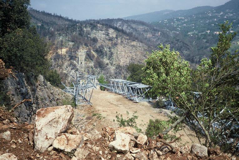 Vue de la piste d'accès au Pylône 70.