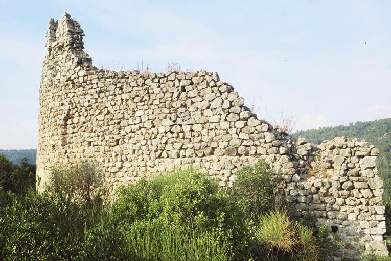 Vue extérieure de la fortification du donjon.