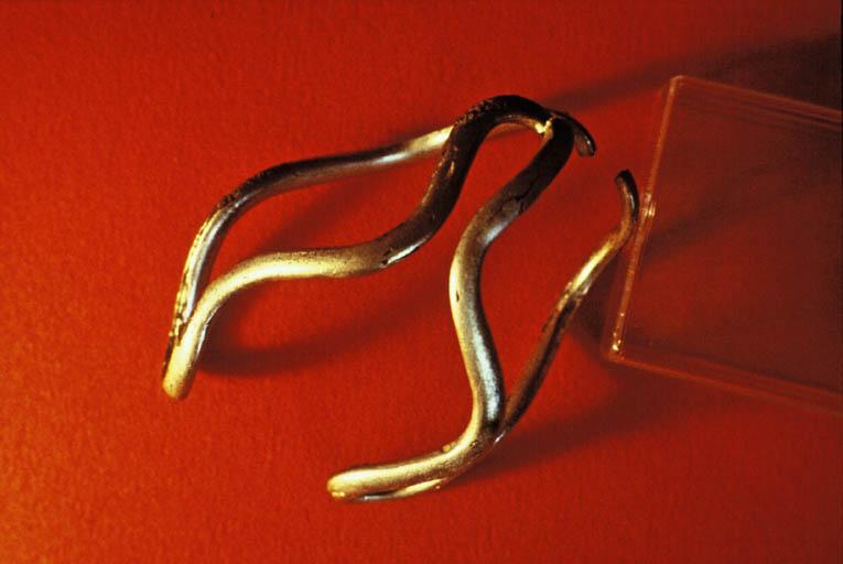 Objet en argent avec filet d'or (III-IIe s.)