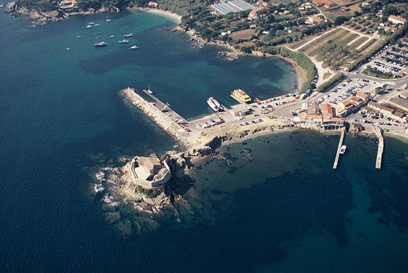 Fort ; port
