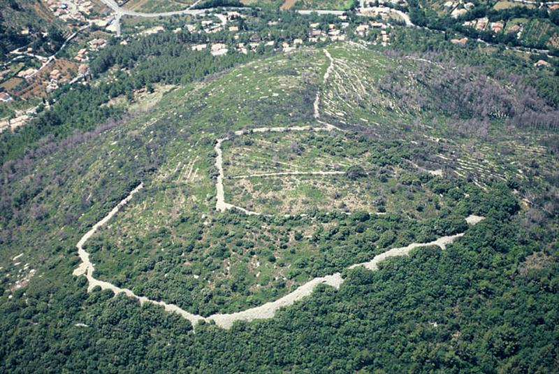 Édifice fortifié ; oppidum