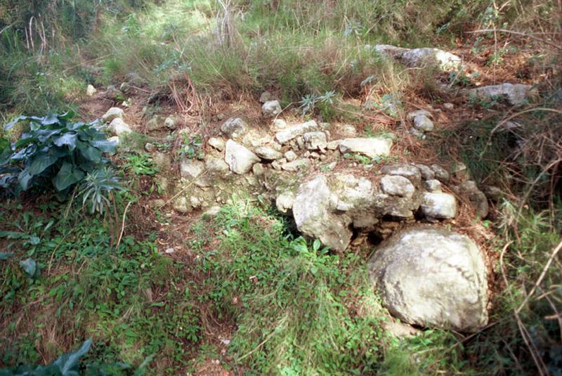 Ligne de défense : segment de rempart antique